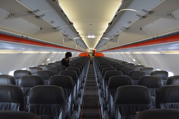 ジェットスターのA320型機の機内全景