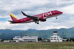 南向きに離陸するFDA機