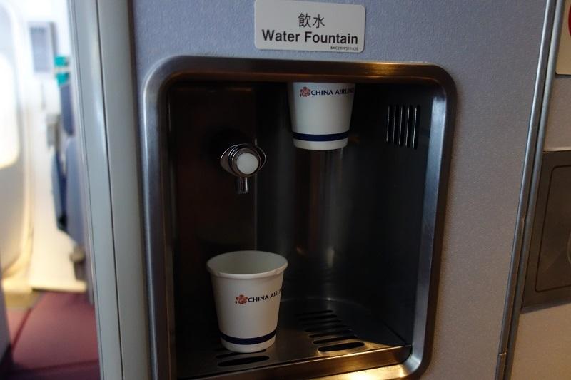 機内に設置されたB747特有の水飲み場