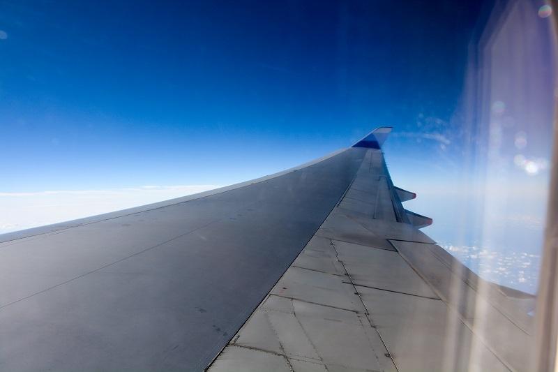 R3ドアから見たB747の主翼