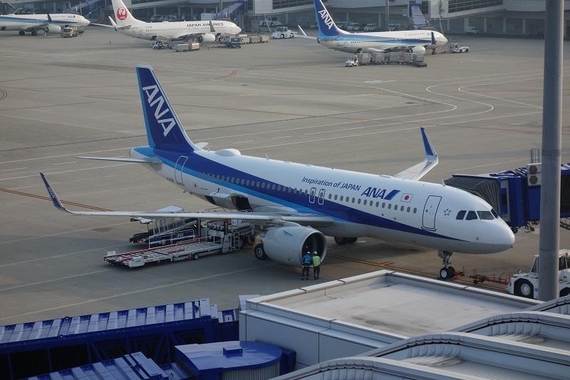 中部国際空港に駐機するANAのA320neo型機
