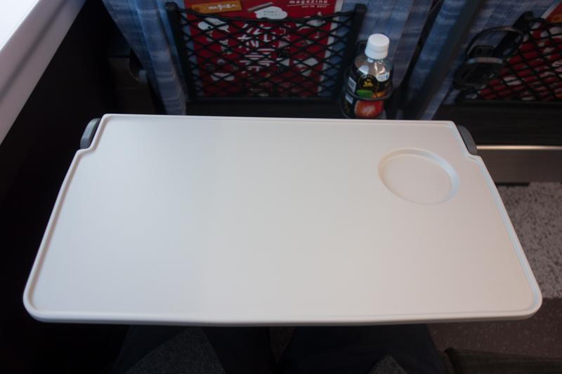 E353系スーパーあずさのテーブル