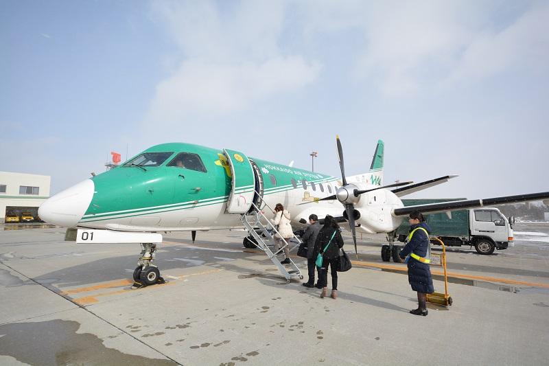 函館空港に駐機する北海道エアシステムのSAAB340B-WT型機