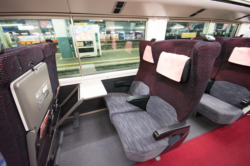 E353系新型スーパーあずさのグリーン車の座席