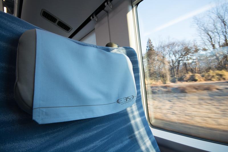 E353系特急スーパーあずさの座席に装備された枕