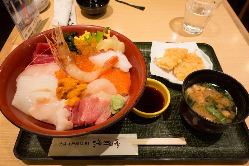 新千歳空港内で食べた海鮮丼
