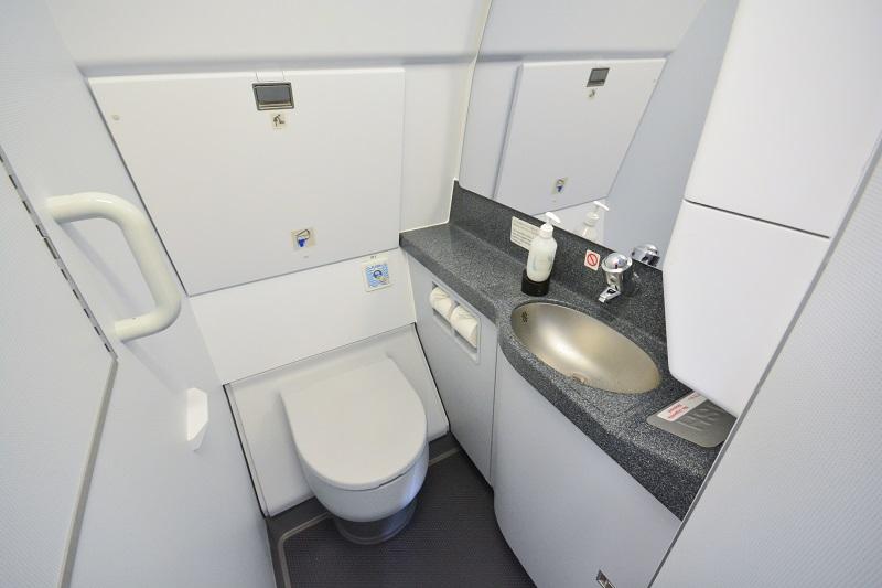 清掃が行き届いた清潔なトイレ内部