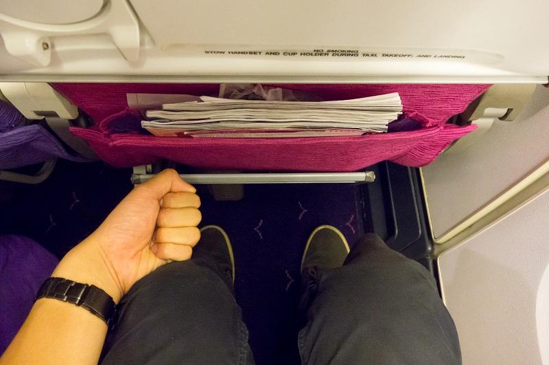タイ国際航空エコノミークラスの足元の広さ