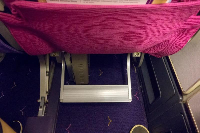 座席に装備されたフットレスト