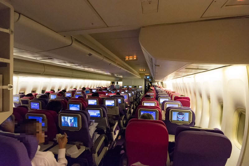 B747-400型機の機内後方の様子