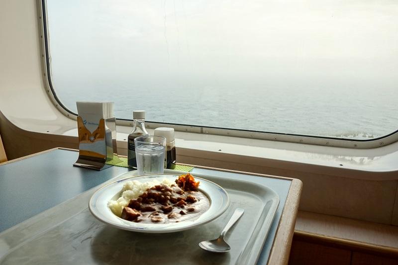 レストラン内から見える津軽海峡の景色