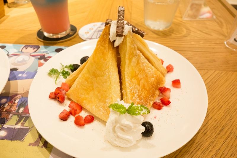 激安テントというメニュー名のフレンチトースト風のデザート