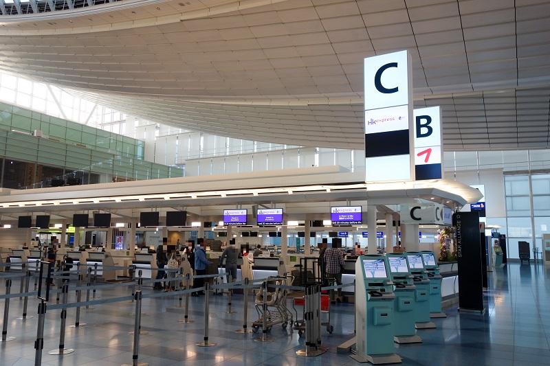 羽田空港の香港エクスプレスのチェックインカウンター