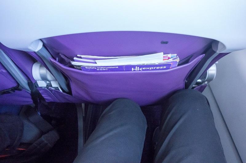 前席が最大角度で倒れてきたときの足元の広さ