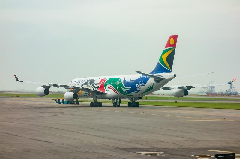機内から見えた南アフリカ航空のA340-300型機の特別塗装機