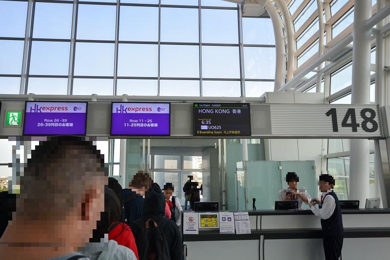 羽田空港搭乗口148番の様子