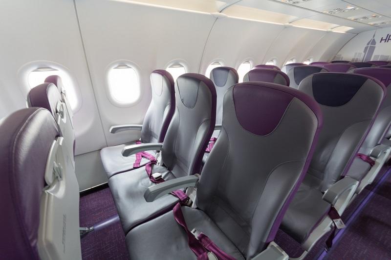 香港エクスプレスのやや狭い座席間隔のシート