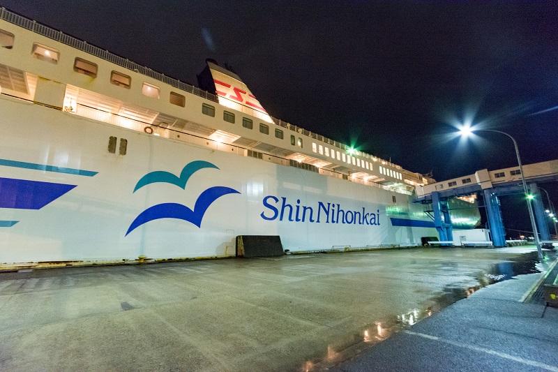 新潟港に停泊する新日本海フェリーのゆうかり