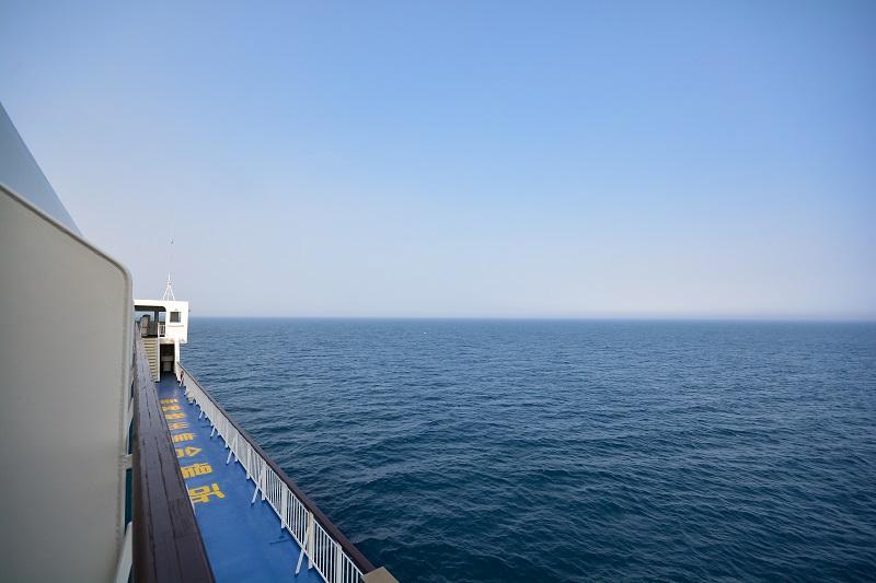 専用バルコニーからの船首方向の景色