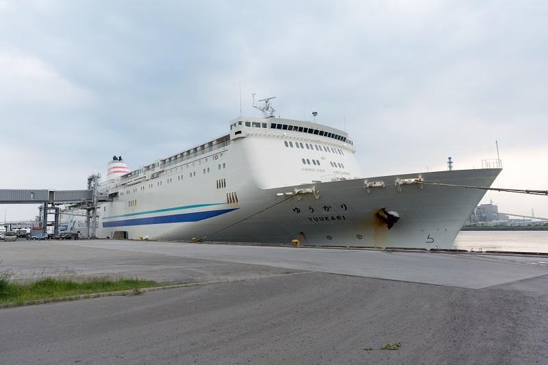苫小牧東港に停泊するフェリーゆうかり
