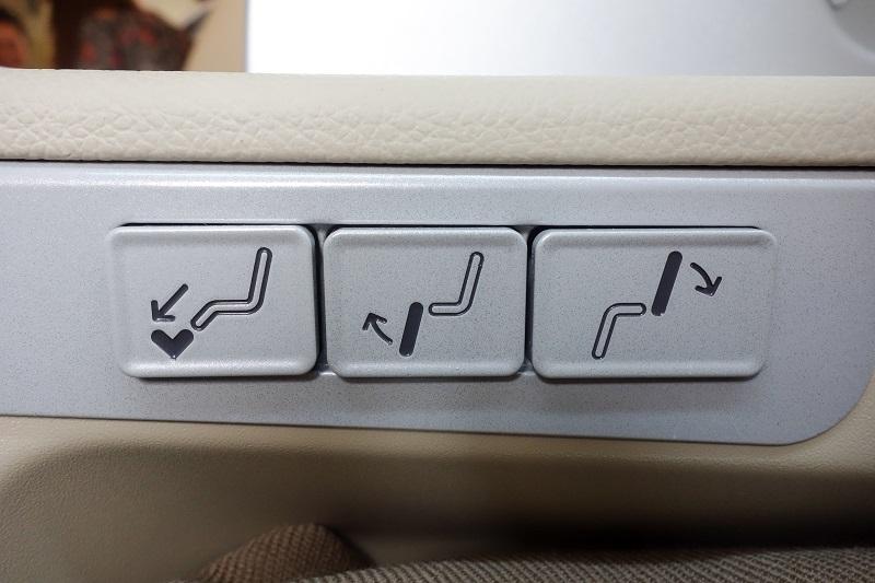 座席のリクライニング等の操作盤