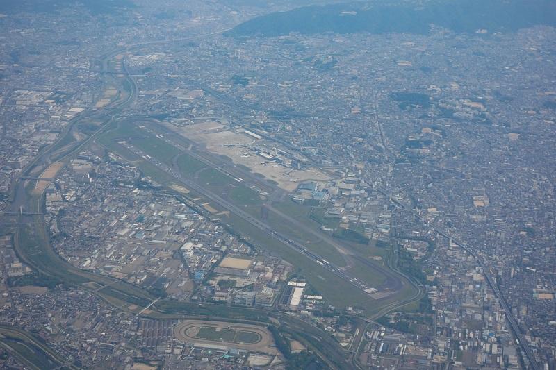 上空から見た伊丹空港の全景