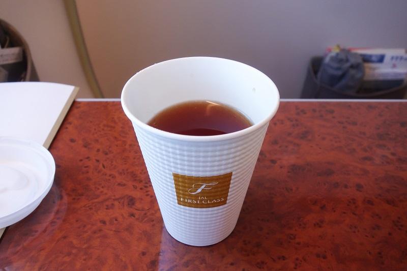 機内でいただいた紅茶