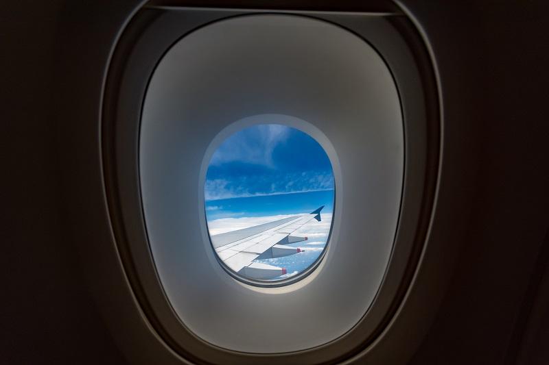 A380のアッパーデッキの欠点でもある厚い窓からの景色