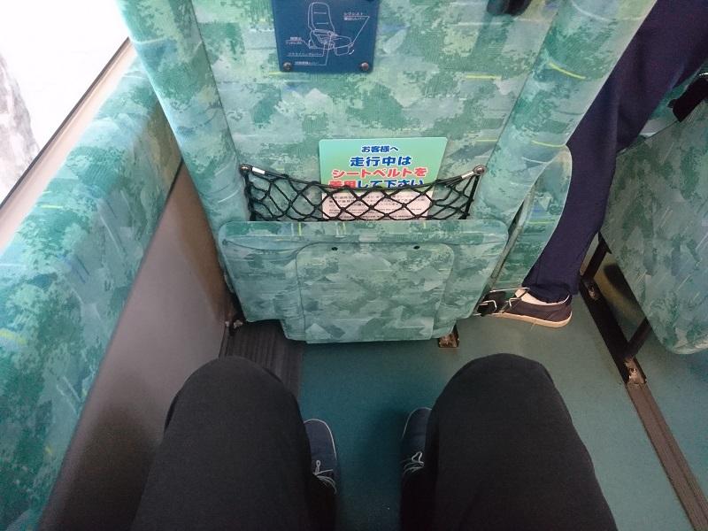 昌栄バスの座席の足元の広さ