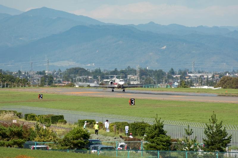松本空港に着陸するコリアエクスプレスエアのE145