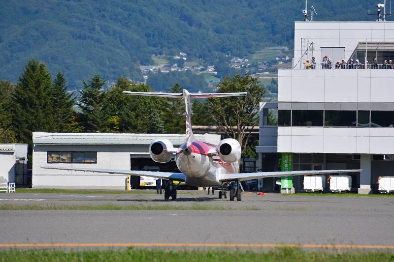 機体後部に装備されたリアエンジン