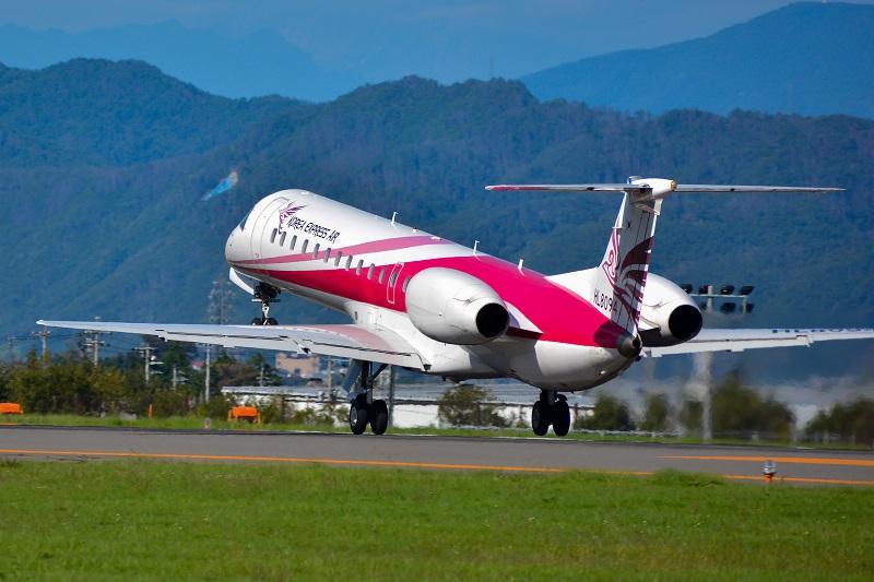 韓国へ向け松本空港を離陸する韓国機