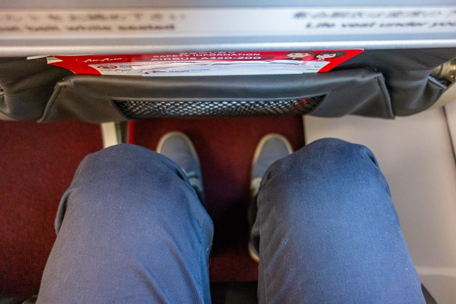 真上から見た前席との足元の広さ