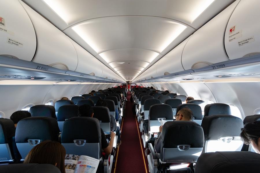 後方から見た機内の様子