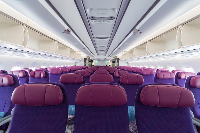 A350型機の明るく開放感のある機内の様子