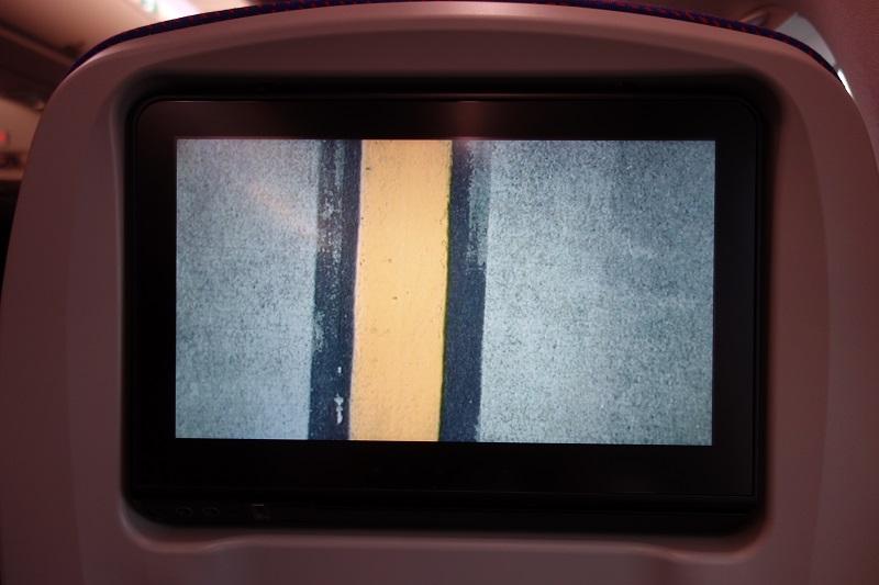 地面が映し出された機外カメラ