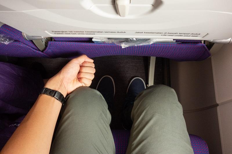 拳1個分の座席の足元の広さ