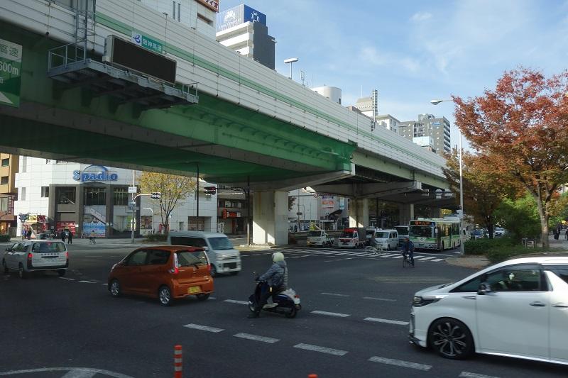 朝の大阪市街地の様子