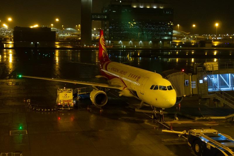 搭乗機の香港国際航空のA320-200(B-LPK)
