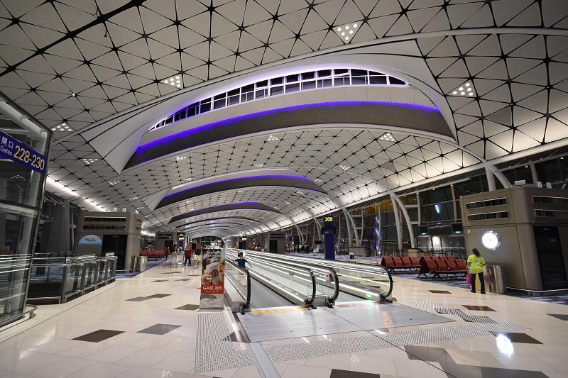 深夜の香港国際空港ターミナルビル内