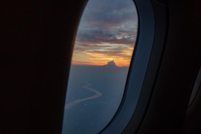 機内から見える夕焼け空