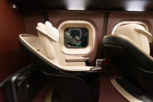 横から見たリクライニング前の座席