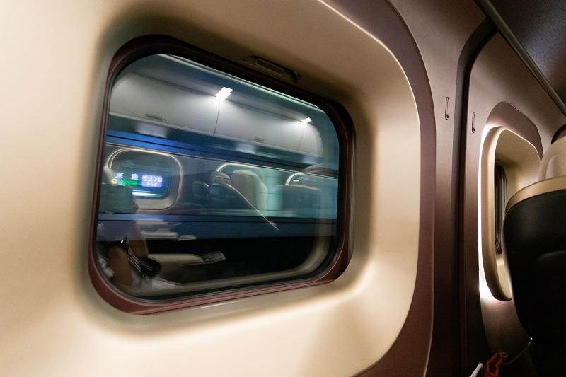 窓枠付きのグランクラスの窓
