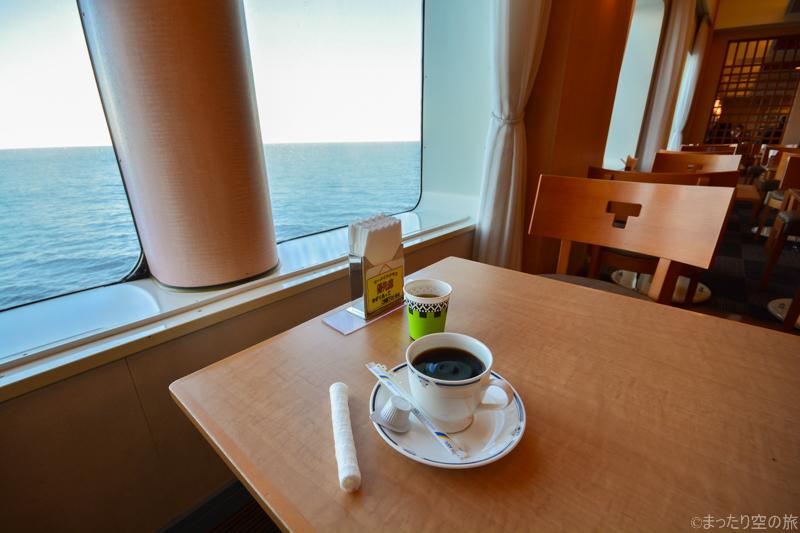 海の景色を眺めながらの珈琲