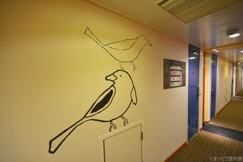 船内の壁に描かれたカモメのイラスト