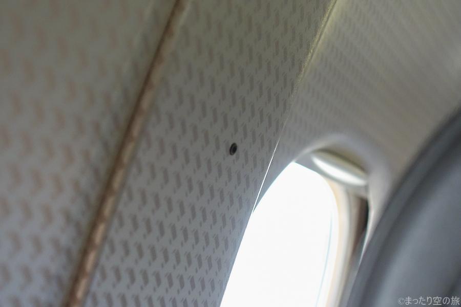 壁に設置された機内の集音マイク