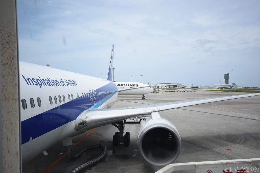搭乗橋からの搭乗機の眺め