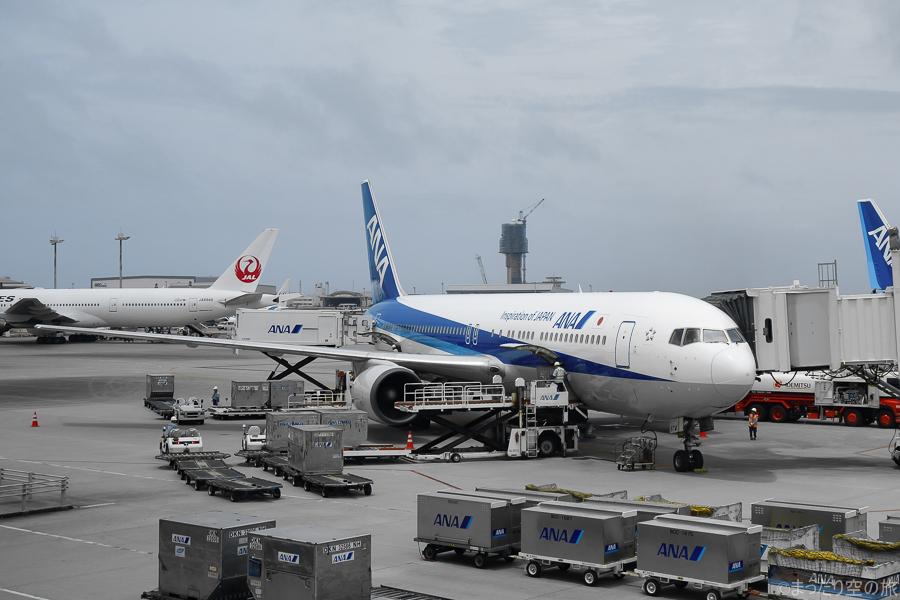 今回の搭乗機のB767-300(JA8674)