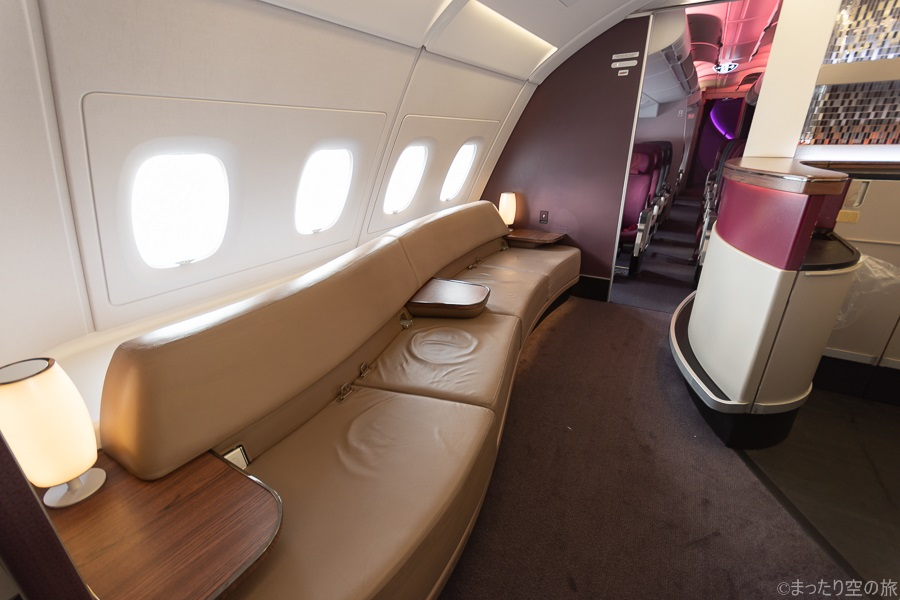 機内ラウンジの座席
