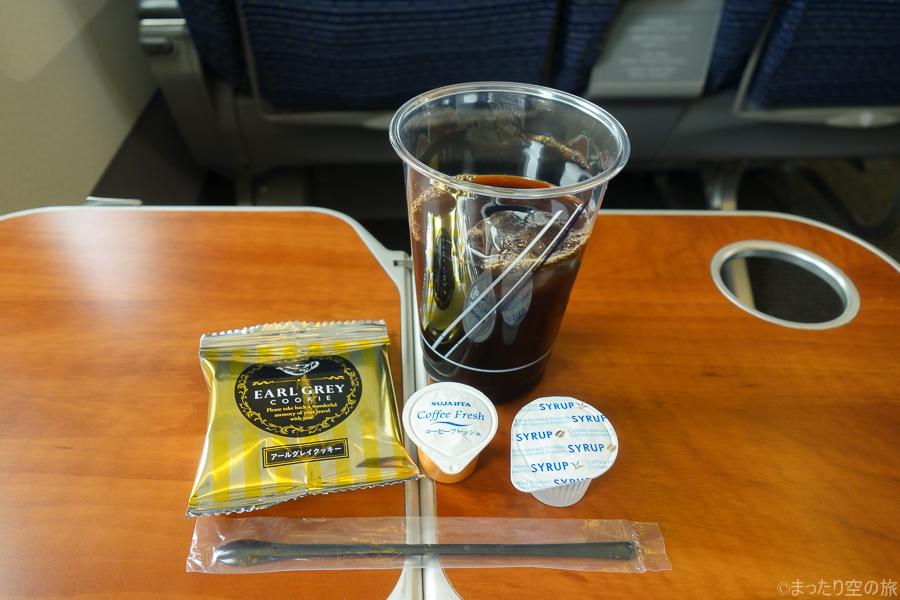 アイスコーヒーとアールグレイクッキーの茶菓子